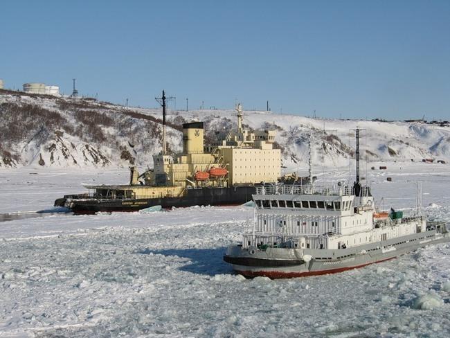 В порту Астрахань, Оля и на