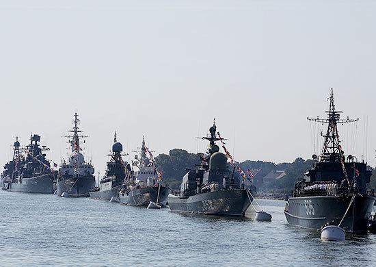 Алексей Гордеев иВладимир Нетесов поздравили воронежцев сДнем военно-морского флота