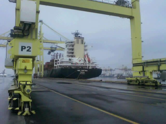 На терминале ЧСК (Санкт-Петербург) выгружен первый контейнеровоз по новой технологической схеме (фоторепортаж) .