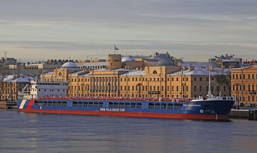 Сухогрузное судно проекта RSD49 «Пола Севастиан» в Санкт-Петербурге. Построено в 2012 – 2017 годах 12 судов. Еще 2 строится.