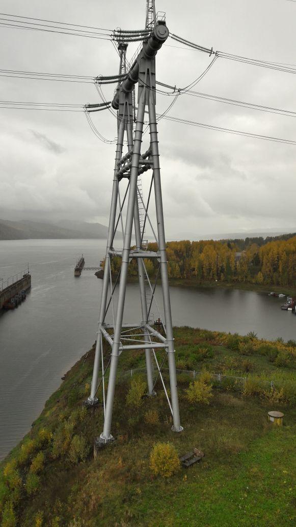Верхний бьеф плотины судоподъемника Красноярской ГЭС