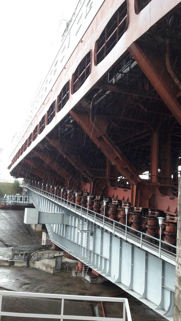 Работа зубчатых колес с гидравлическим приводом на Красноярском судоподъемнике