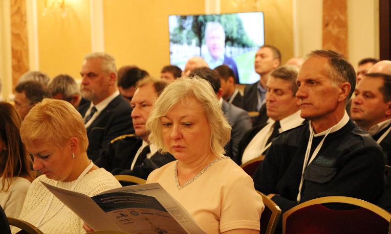 Делегаты конференции в зале